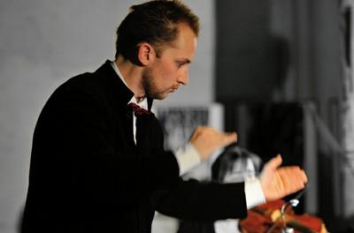 L'Orchestre Symphonique National (OSN) sous la direction de Thomas Dubienko avec le soliste Alain Arias. L'Institut partenaire